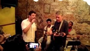 Encontros da MPB: Em rara aparição, Chico Buarque dá canja em show