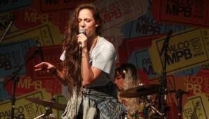 "Live: Tiê – ""A Noite"" Ao Vivo no Palco MPB"