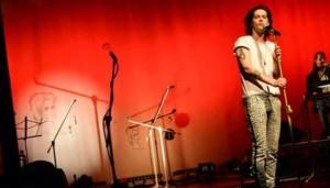 Notícias: Confira a estreia da turnê do Filipe Catto em Curitiba