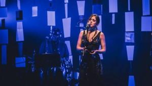 Notícias: Roberta Sá regrava música para novela das 9