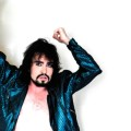 Notícias: Johnny Hooker apresenta nova música na TV