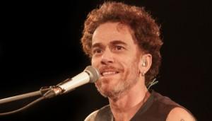 Notícias: Nando Reis apresenta show voz e violão em BH