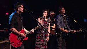 Live: Lô Borges, Samuel Rosa e Fernanda Takai – Balada do Amor Inabalável