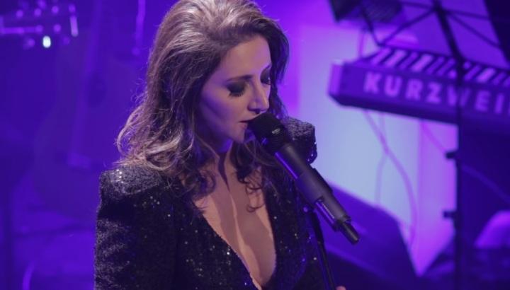 central-da-mpb-cantora-lilian-performance-musica-prece-3